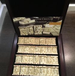 Gift set of dominoes