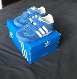 Кросівки adidas 22 розмір