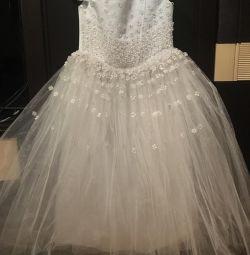 kız için şenlikli elbise