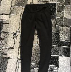 Pantaloni 42-44.