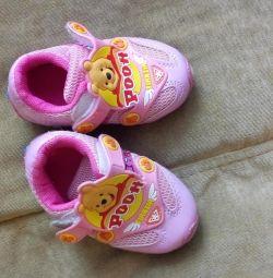 Кросівки на дівчинку 15 розмір
