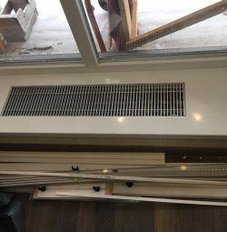 Pragul geamului cu baterie de podea (încălzitor de aer).