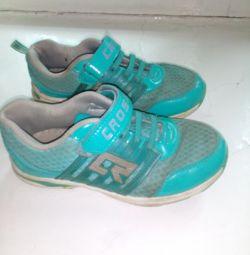 Sneakers p. 34