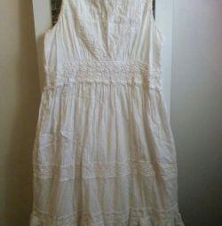 Πωλούν λευκό φόρεμα
