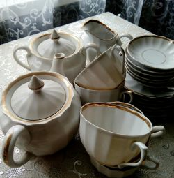 Weightless Porcelain Tea Set