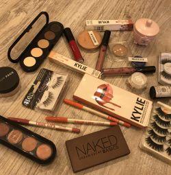 Cosmetics Make-up atelier