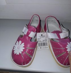 New sandals size 19-20
