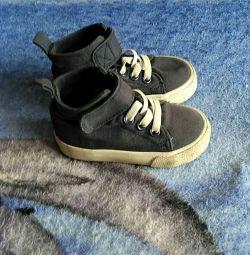 Ανδρικά παπούτσια για ένα αγόρι, σελ. 18-19