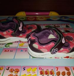 Sneakers for the girl of 18.5 cm on an insole