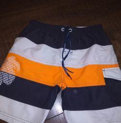 Pantaloni scurți pentru băiat.