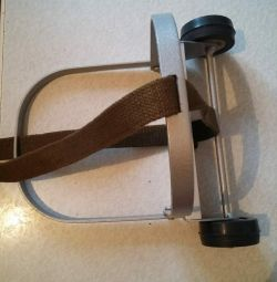 Luggage strap with handle