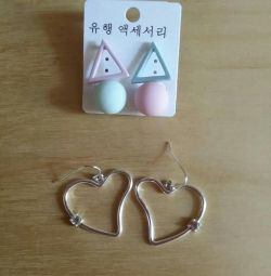 Earrings (2 pairs)