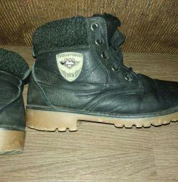 Mărimea cizmei de iarnă 37.