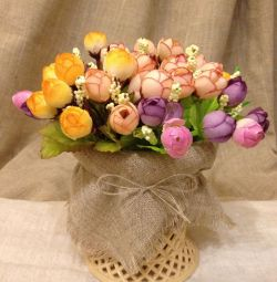 Flori artificiale, vază cu flori, interior.