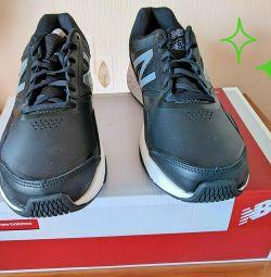 Новые кожаные кроссовки New Balance MX824v1