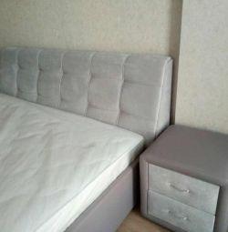 Κρεβάτι με μαλακό κεφαλάρι, επικαλυμμένα έπιπλα