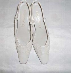 Туфлии р41 жемчужные