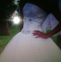 Відмінне весільну сукню