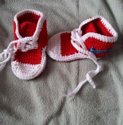 Cizme (adidași) tricotate. confecție manuală