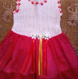 Νέα φορέματα για ένα κορίτσι