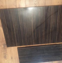 Uși și rafturi din mobilier