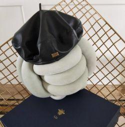 Берет Dior кожаный новый