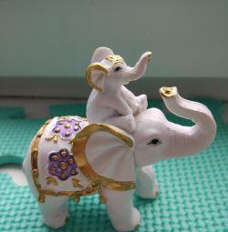 Фигурка слоника.