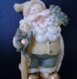 Фигурка - сувенир из керамики