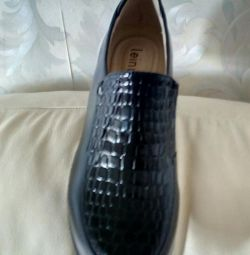 Pantofi pentru femei r 40.