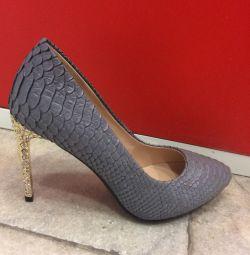 Жіночі туфлі нові