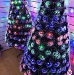 Λαμπερά Χριστουγεννιάτικα δέντρα