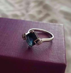 Inel de aur cu diamante și topaz