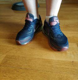 Кросівки Nike для бігу
