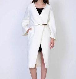 белоснежное приталенное новое пальто р. 48