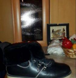 Pantofi de iarnă folosiți pentru vânzare