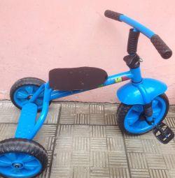 Three-wheeled bicycle