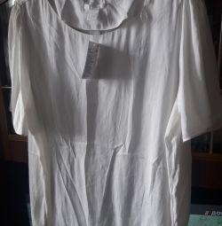 Bluza este nouă