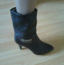 Demi-season boots