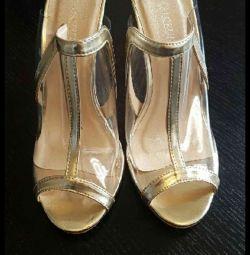 C-throu altın süslemeli sandaletler