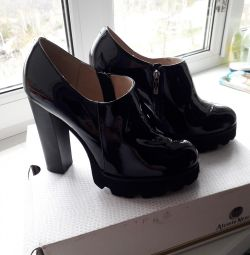 Shoes genuine leather (varnish)