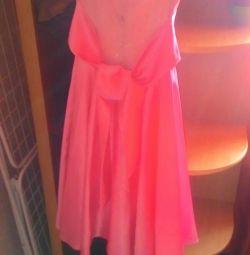 Θα πουλήσω ένα φόρεμα για το κορίτσι
