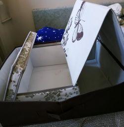 Δύο κουτιά / κιβώτια για την αποθήκευση ρούχων / λινό