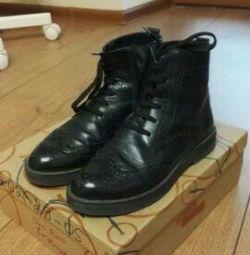 Vânzarea de cizme din piele