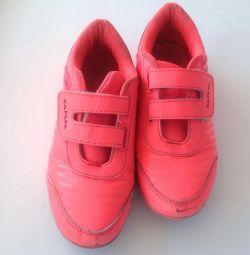 Παιδικά πάνινα παπούτσια για το κορίτσι. Μέγεθος 34.