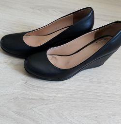 Pantofi din piele 37r.