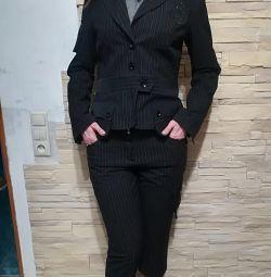 Костюм тройка( бриджи, блуза, пиджак) новый!
