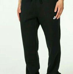 Pantaloni noi pe Nike Nike