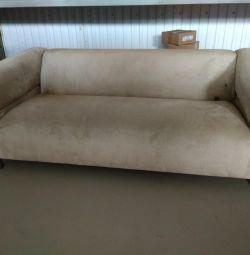 Canapea uzată