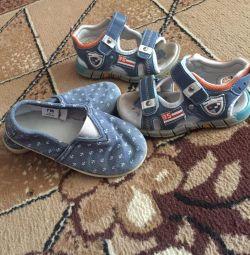 Αθλητικά παπούτσια, σανδάλια