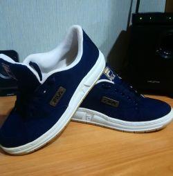Αθλητικά παπούτσια FILA - νέα!